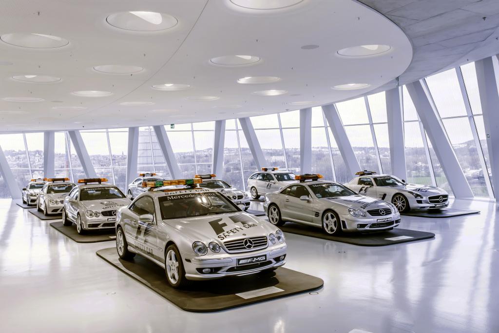 """Sonderausstellung """"Safety Cars"""" im Mercedes-Benz Museum. Foto aus dem Jahr 2015. """"Safety Cars"""" special exhibition at the Mercedes-Benz Museum. Photo from 2015."""